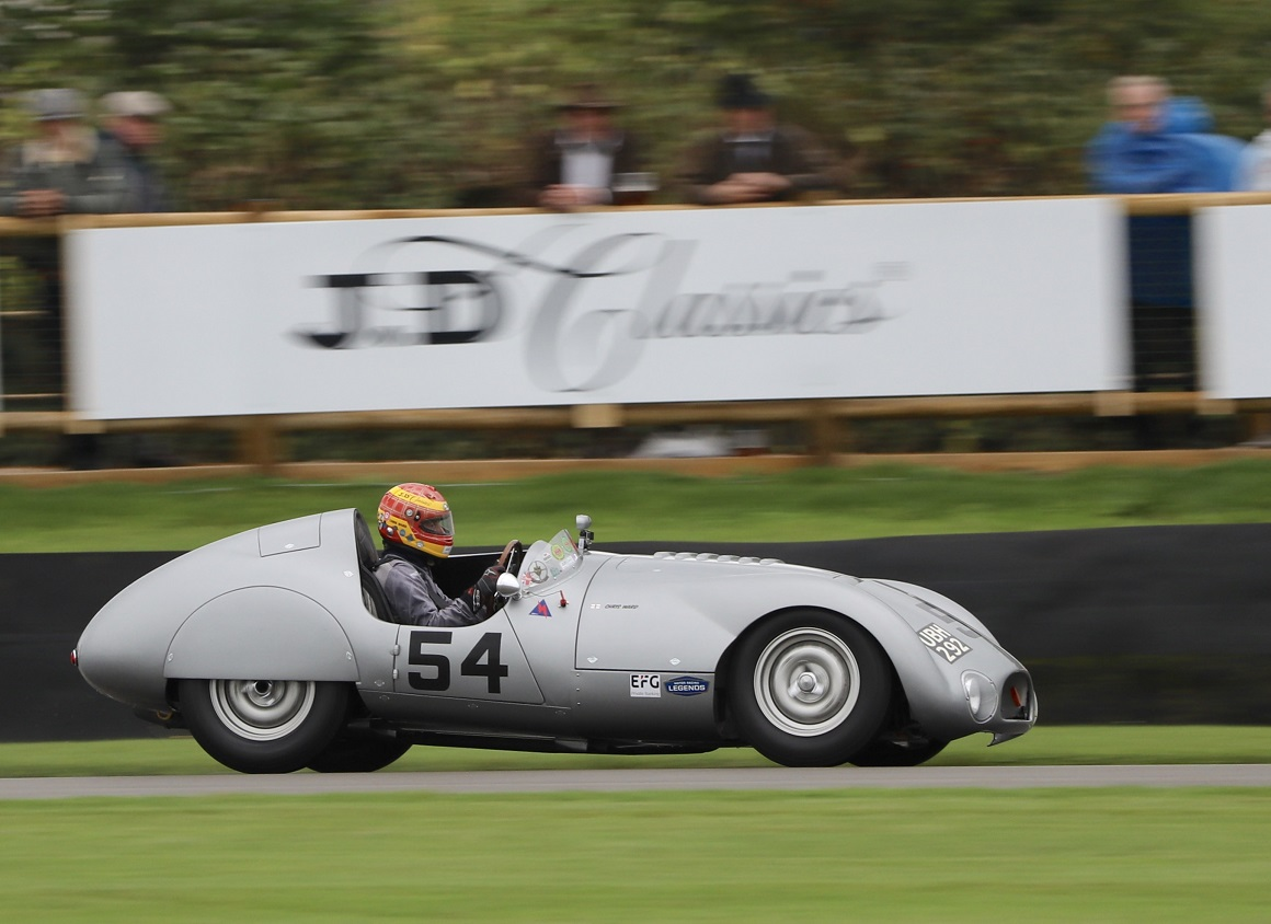 Having claimed the victory in 2015, the Cooper T33 of Chris Ward qualified in pole position for the weekend's Freddie March Memorial Trophy race