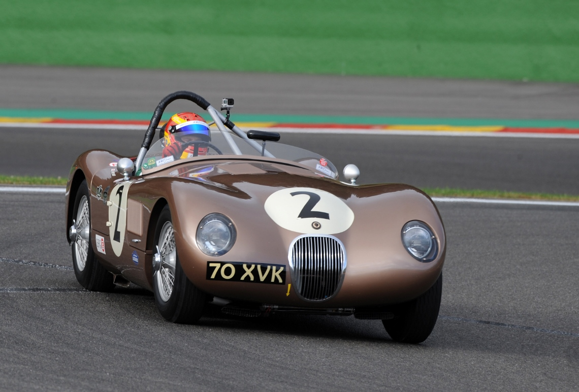 The JD Classics Fangio C-Type qualified in 1st place within the Woodcote Trophy field