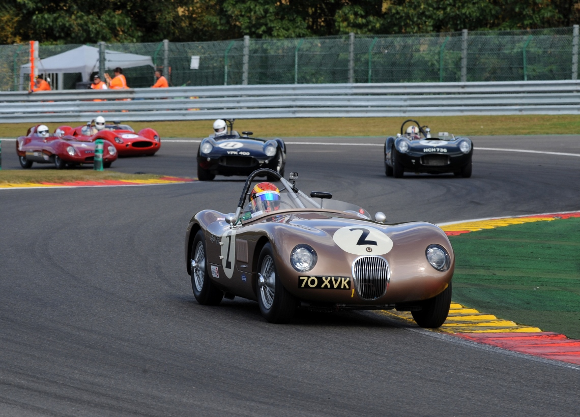 The JD Classics Fangio C-Type of Chris Ward drove to an impressive 1st place within the Woodcote Trophy in the combined grid