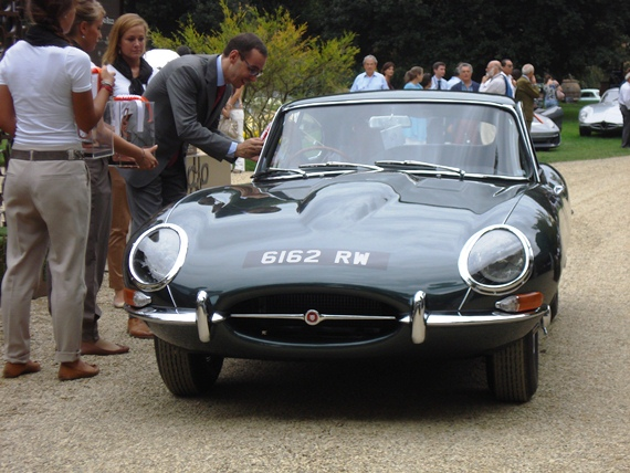 The E-Type receiving its award for Best of Class for Originality and Restoration and Styling