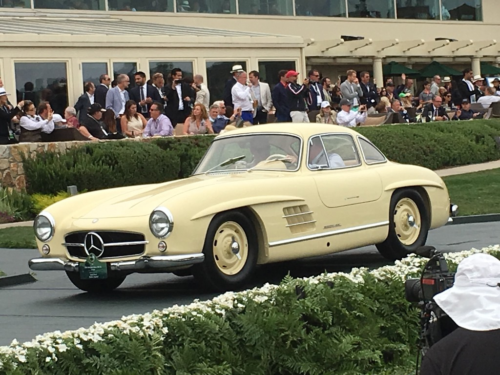 The Mercedes 300SL Alloy Gullwing Coupe receiving its prestigious 2nd place within Class O-1: Post-War Touring